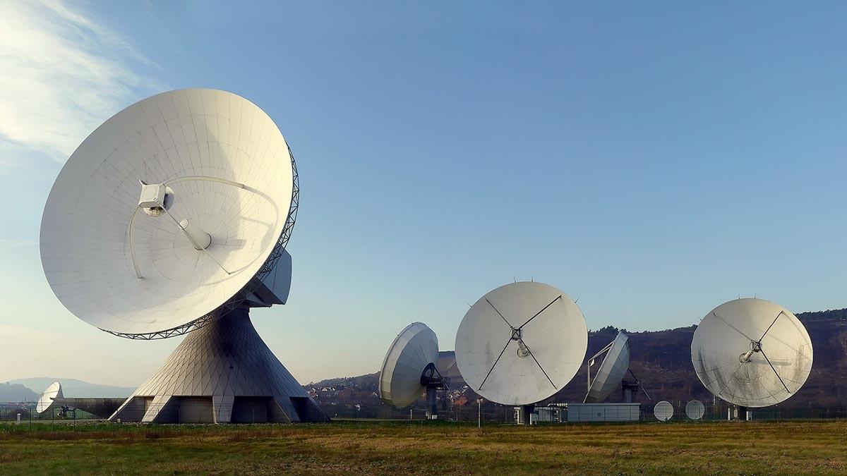 Antenas de radio enlace enormes