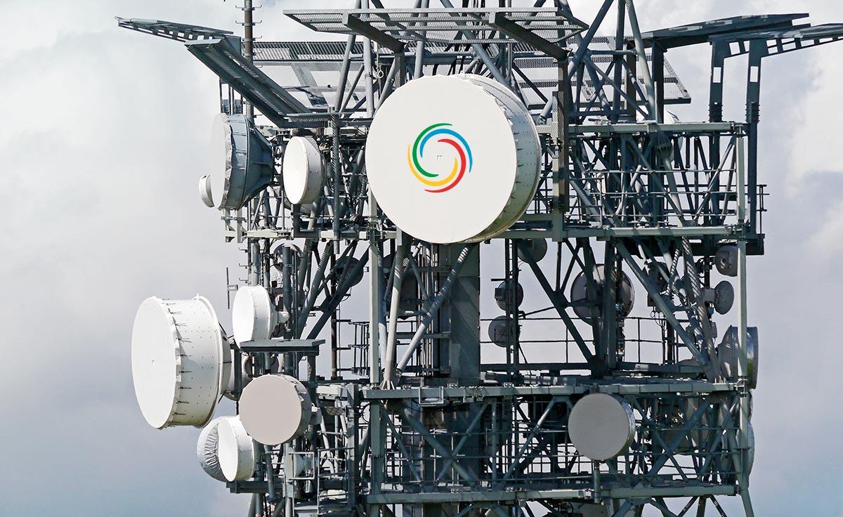 Torre de telecomunicaciones con radioenlaces