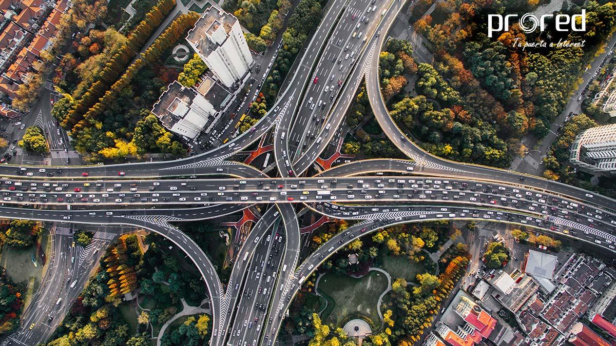 Nudo de autovías en una ciudad